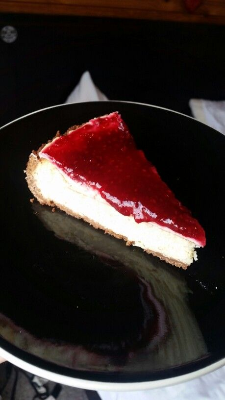 Raspberry baked cheesecake