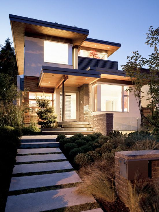 The strong lines, contrasting colors and exquisite textures make this modern home luxuriously beautiful.