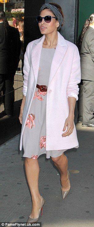 Eva Mendes, qui a dévoilé une partie de sa collection sur GMA, ce matin (photo), a dit qu'elle voulait habiller «vraies femmes» avec ses robes doucement-imprimées, blouses pussy-bow et pantalons mous
