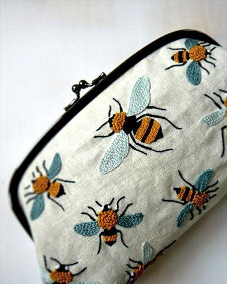 Beautiful bees - bordado 13