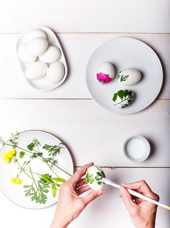 DIY Easter Foliage Eggs by sayyes #DIY #Easter_Eggs #Flowers