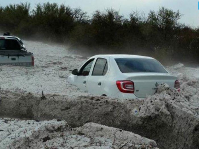 Temporal despeja toneladas de granizo em La Cruz Córdoba Argentina