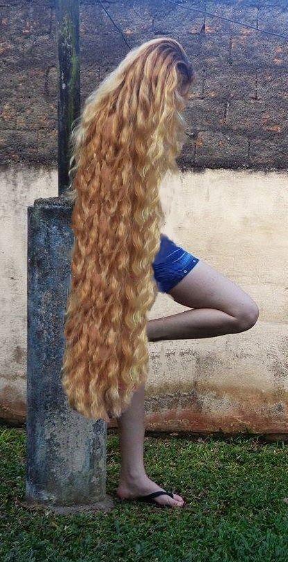 cheveux tres long bouclee
