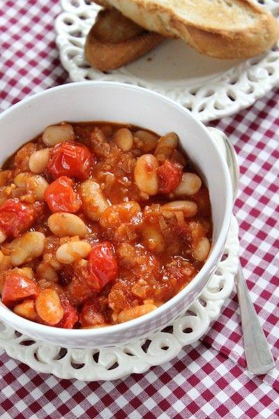 Dag 4. So far, so good! Ik ga straks richting ouders, nu eerst nog even lunchen. Witte bonen in tomatensaus is voor mij het ultieme budgetfood. Goedkoop, makkelijk en toch gezond. Lekker voor met r...