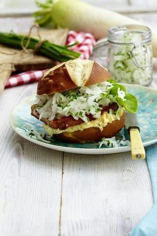 Das Rezept für Fleischkäse-Burger mit Rettich und Obatzda und weitere kostenlose Rezepte auf LECKER.de