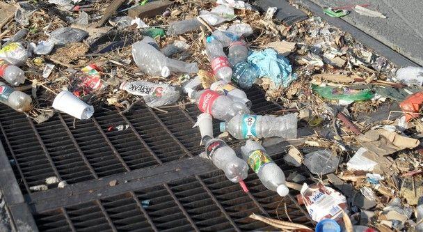 FOTOS DE BASURA TIRADA POR LA CALLES DE SEVILLA | Incrementan multas por tirar basura en calles del DF | López-Dóriga ...