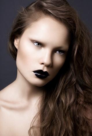 Felice Fawn: Lips Color, Black Lipsticks, Blacklipstick Darklip, Felicity Fawns, Dark Lips, No Eyebrows, Lips Makeup, Makeup Lipsticks, Makeup Not War