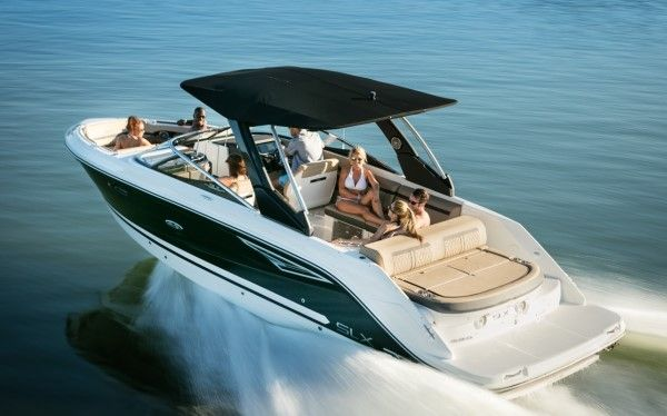 Sea Ray 280 SLX: With luxurious seating for up to 15, the Sea Ray