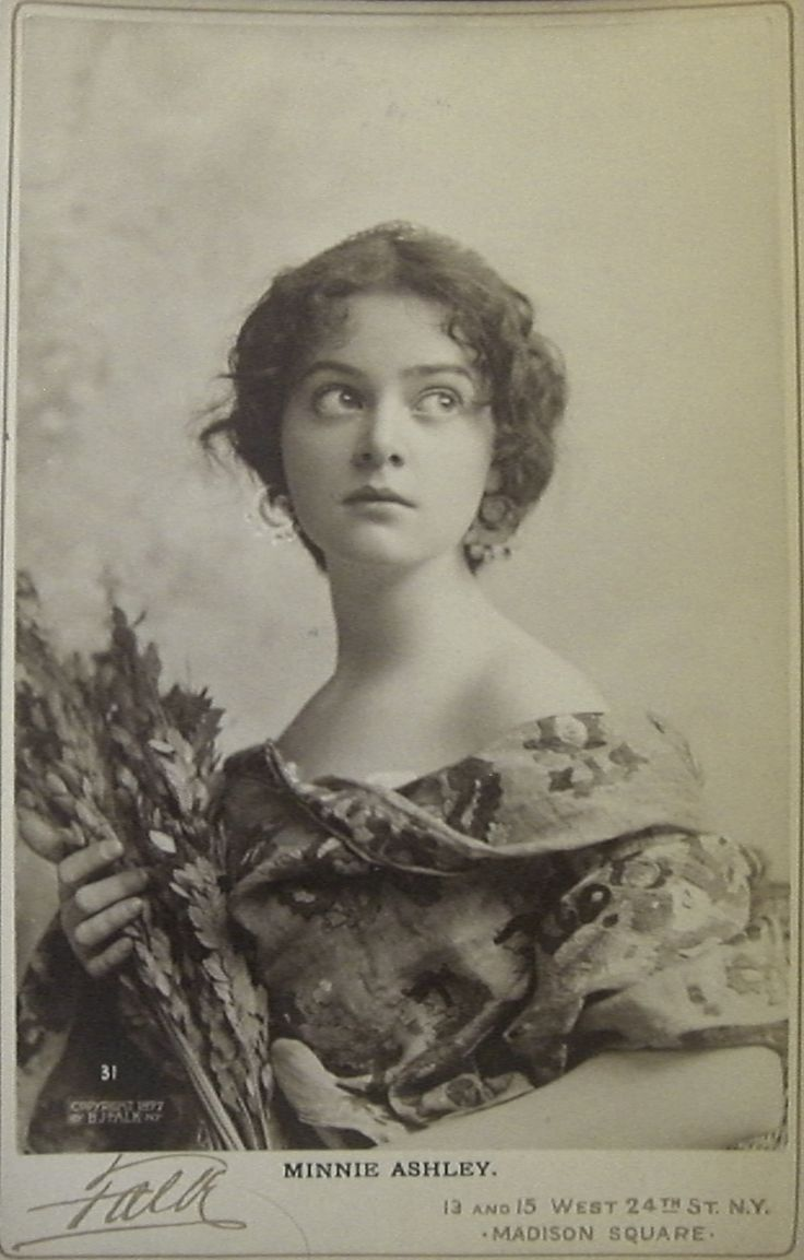 Actress, singer and dancer Minnie Ashley photographed by Falk, 1897. #Victorian #actresses #women