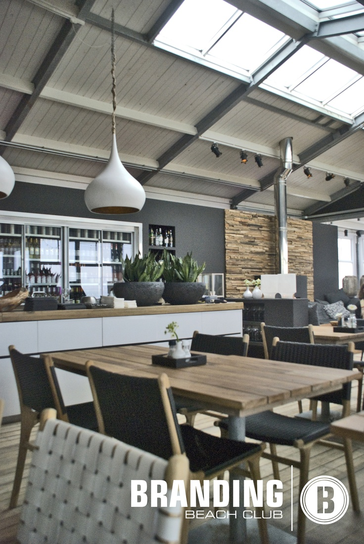 The interior of the Branding Beachclub, verry happy with the new bar lights and teak tables.