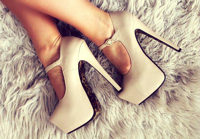 nude shoes http://jozellablog.blogspot.fi/2014/02/uusia-juttuja.html