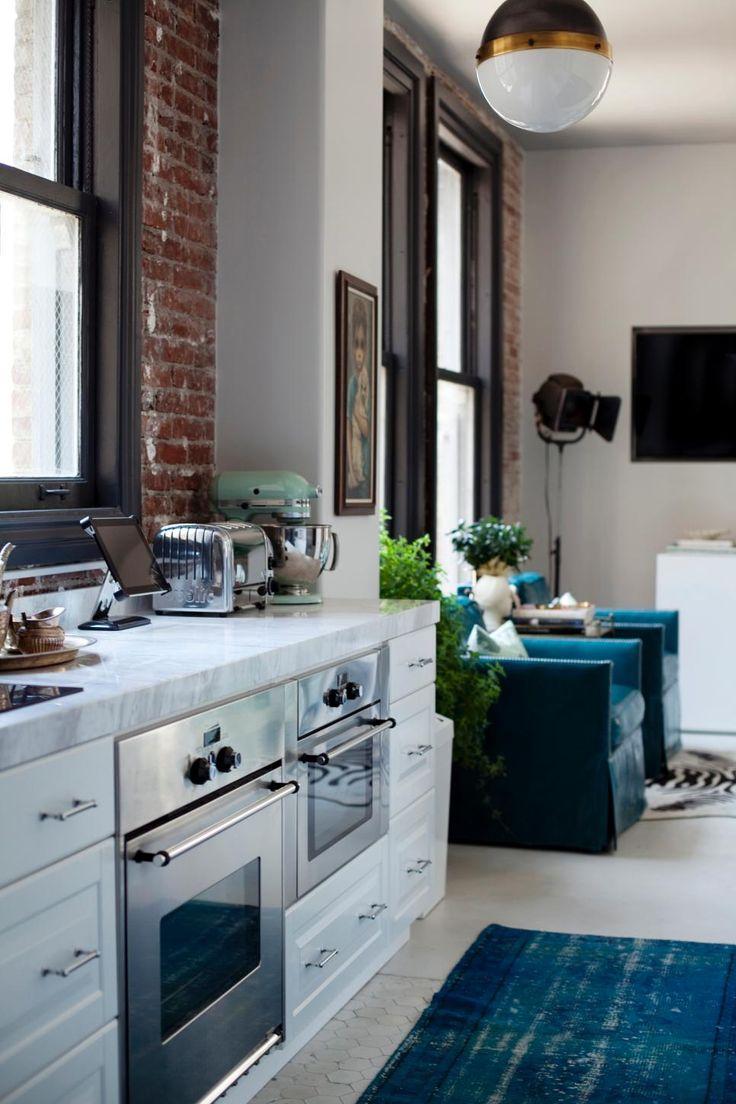 Marmeren Vloer Keuken: Marmeren keuken op keukens witte en werkbladen.