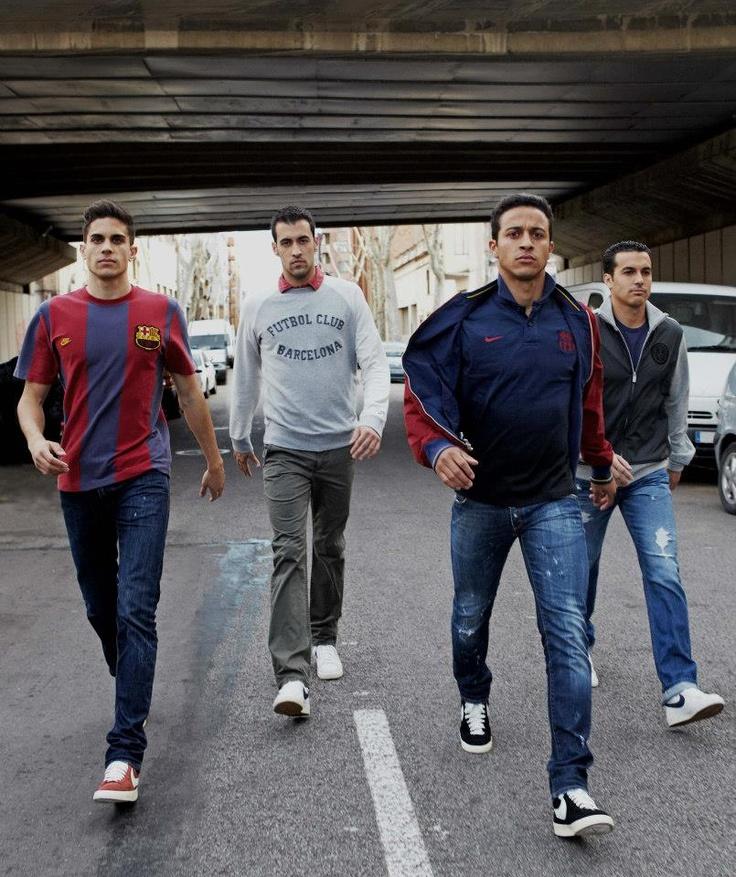 Bartra, Busquets, Thiago i Pedro posen amb la nova col·lecció de roba urbana del FC Barcelona