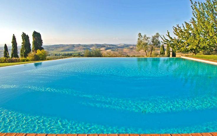 Relais con piscina a sfioro in Toscana