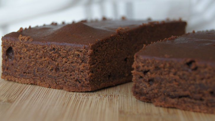 Chocolate cake slice. Quick & easy. Dense cake but height of slice so good for lunches. Needs basic icing sprinkled with coconut. Freezes well.