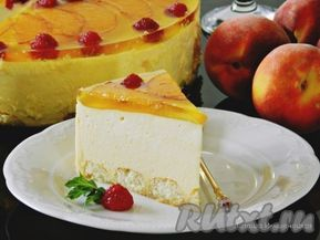 Вкусный и нежный торт-суфле с персиками готов.