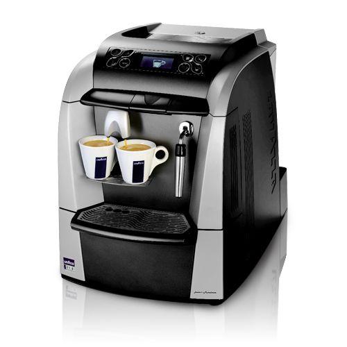 https://www.anforadearomas.pt/lavazza-blue/tipos-de-produtos/maquinas/maquina-de-cafe-lavazza-lb-2300?PID=84 - A Máquina de Café Lavazza LB 2300 é a máquina de café perfeita para empresas, escritórios e pequenas comunidades. O equipamento conta com o design da Pininfarina. A máquina expresso dispõe de um ecrã LCD e quatro botões para que possa escolher o comprimento que deseja para a sua bebida.