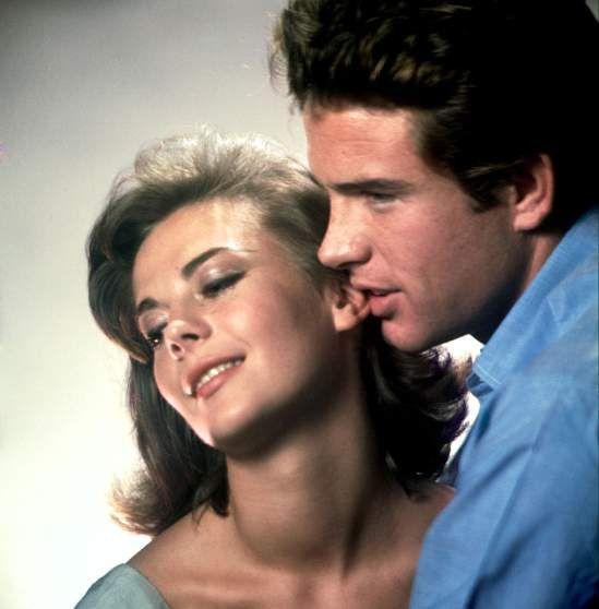 Natalie Wood and Warren Beatty, 1961. Photo: Eliot Elisofon http://ti.me/1EmUuZg  pic.twitter.com/mw1IJrINJ7