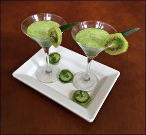 Suco verde de couve kiwi e pepino