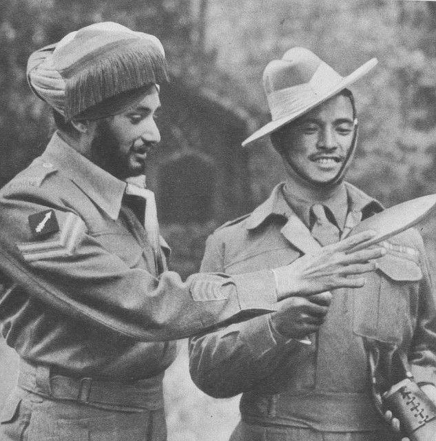 Gurkha Soldiers Sikh Amp Gurkha Soldier Inspecting Kukri