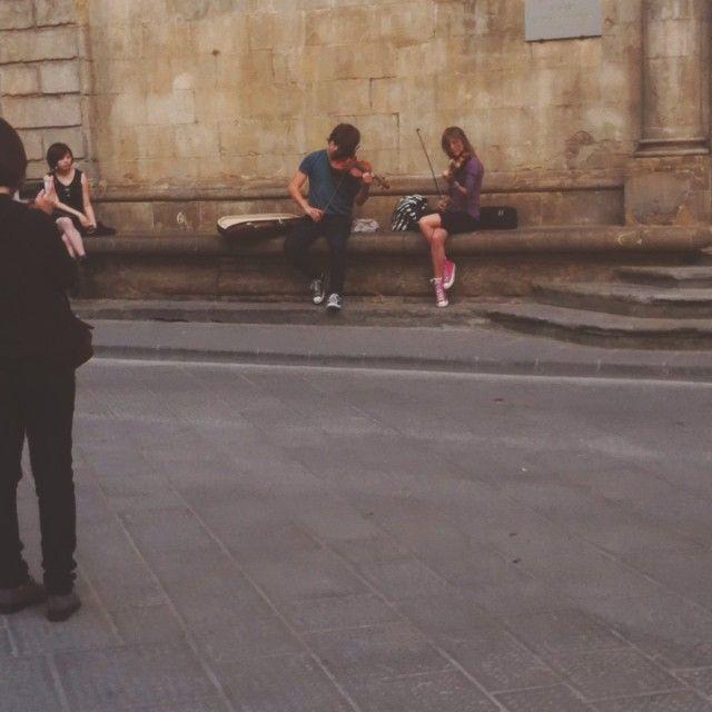 So much creativity in one city! Inspiration around every turn. Bravi ragazzi!! #violin #musicinthestreet #streetmusic #ceativepeopleinflorence #music