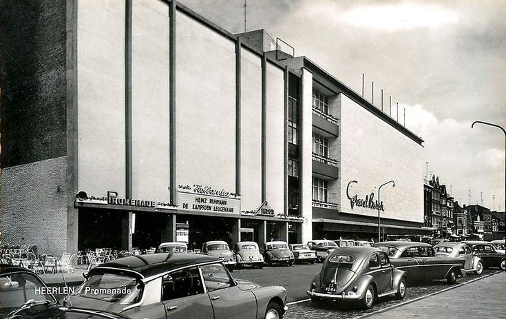 De Promenade in Heerlen ca 1962, met Bioscoop Holladia en de Grand Bazar. Nu zijn dit We en V.