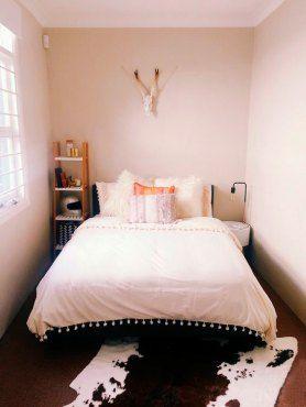 cama-de-casal-quarto-pequeno-10