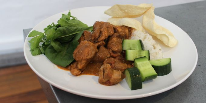 This Chicken Curry Recipe is one of our favourite recipes because it's chock-a-block full of healing spices, quality fats and protein. Paired with some leafy greens for some added nutrition and fiber, you've got a super balanced and nutritious meal to enjoy.