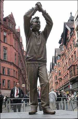 Statue of manager Brian Clough (Nottingham Forest FC, 1975–1993). In August 2000, a tribute website was set up in honour of Clough with the backing of his family. This helped to raise money for a statue of Clough, which was erected in Nottingham's Old Market Square on 6 November 2008. In December 2006, the Brian Clough Statue Fund in Nottingham announced it had raised £ 69'000 in just 18 months. The winning statue was selected from a choice of 3 designs in January 2008. The site chosen for…