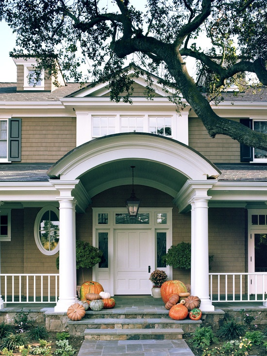 Dutch Colonial home by architect William Murray of Chambers and Murray and builder John Finton of Finton Associates. Interior design by Tommy Chambers Interiors. Photo by David Phelps. Image via Houzz.