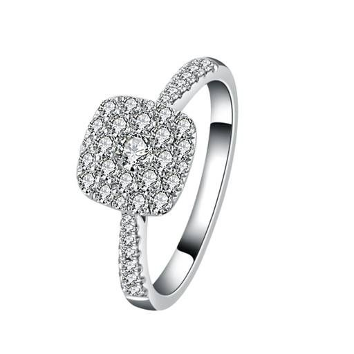 Cluster diamond ring perfect to pop the question with!   18ct White Gold Diamond Ring