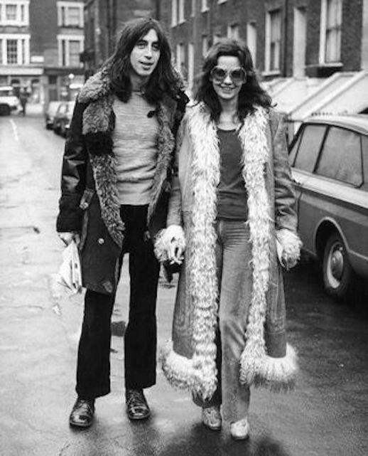 Le Fashion Blog 1970s 70s Street Style Vintage Photos Shaggy Fur Trimmed Suede Coats Flared Denim Wide Leg Pants Via Tres Blase