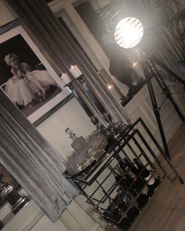Sov godt venner⭐️🌠💫 Elsker virkelig bartrallen🍾🍸🍷 Så ArtDeco🙌🏼 #bymadsmagazine #bymads #madsmolvik #myhome #livingroom #stue #design #lamp #dekor #decor #interior #interiør #interiordesign #inredning