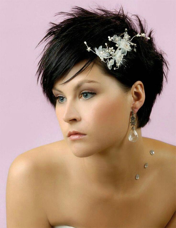 Bruidskapsel met kort haar.