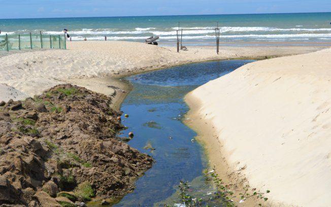 Praia do Futuro era conhecida como um dos melhores trechos do litoral do Ceará. Agora, boletins do governo mostram que água está suja