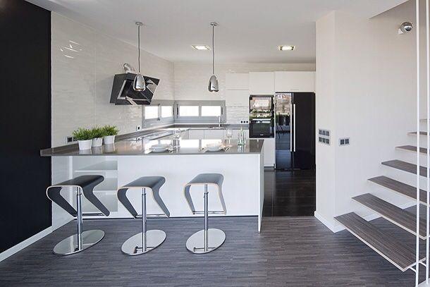 Espectaculares muebles de cocina económicos si se comparan con otras tiendas de cocinas en Madrid www.lovikcocinamoderna.com pregunta precios cocinas completas