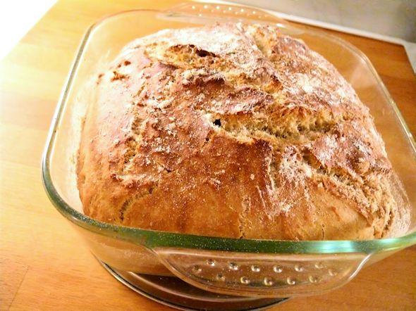Yksi suosikkejani kotona leivotuista leivistä on pataleipä jota teen usein, patalevälle löytyy netissä paljon ohjeita ja sitä kutsutaan yleens…