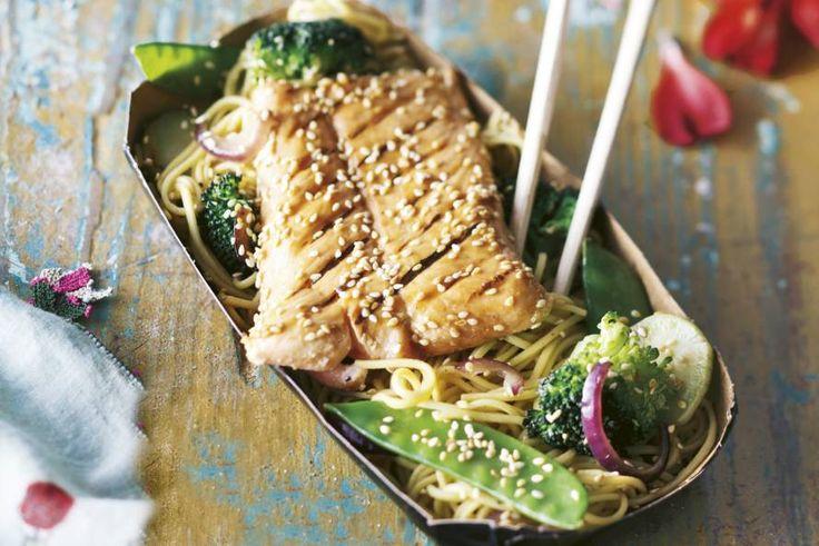 Gegrilde vis gemarineerd met een mengsel van sojasaus, honing en azijn. Een Japanse klassieker! - Recept - Zalm teriyaki - Allerhande