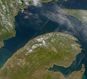 Image satellite de la Gaspésie avec une partie de l'île d'Anticosti au nord-est.