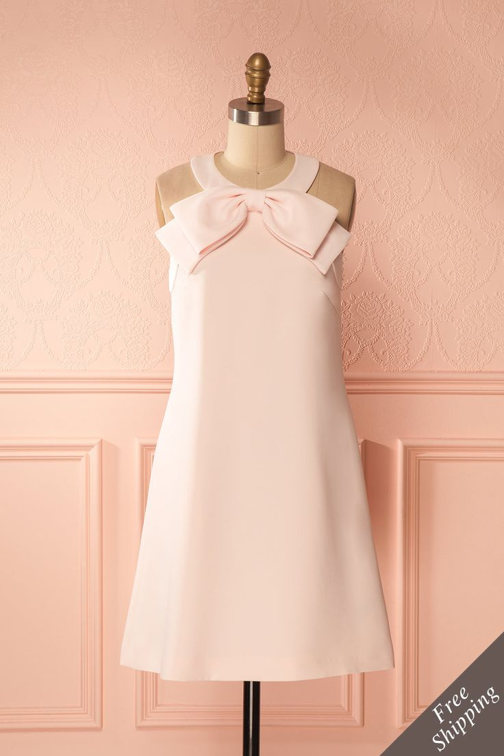 Coralia #boutique1861 / You can't help but fall madly in love with this flirty cocktail dress! The bow at the neck and the slightly flared cut will certainly make you swoon. With its hidden lateral pockets, this dress is a dream come true!