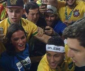 Neymar aparece ao lado de Bruna Marquezine na arquibancada do Maracanã após…