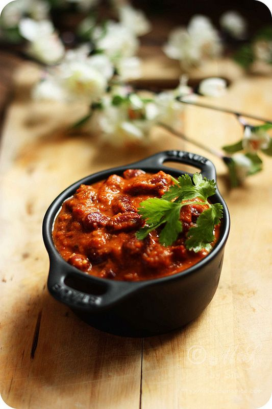 Rajma Masala ~ Slow cooked Kidney beans in creamy and spicy onion-tomato gravy