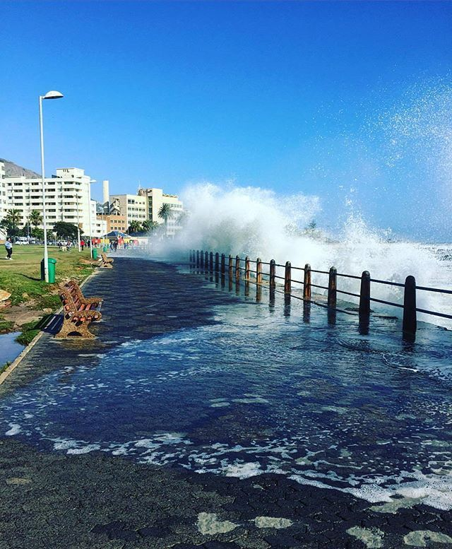 """🏄""""Cape of storms! Surfs up today!"""" 👉 featuring @deckoo _______________________________ If you'd like to see your images being featured here just use #capetownmag - We really enjoy sharing your shots of all the different aspects of the Mother City and the rest of the Western Cape."""