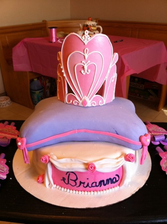 147 Best Images About Pillow Cakes Amp Crown Cakes On Pinterest