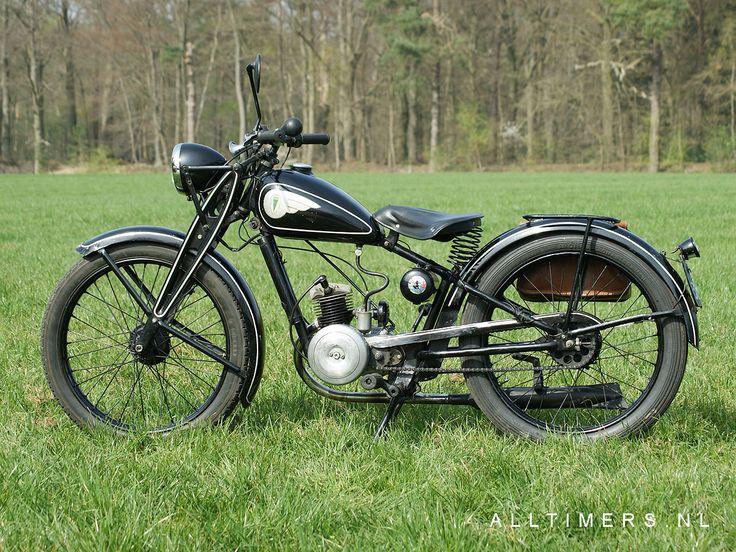 Afbeelding van http://alltimers.nl/DKW_RT98_380414/Images/DKW_RT98_1938L_andmore.jpg.