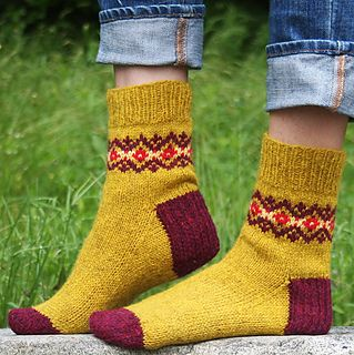 Solidago sock pattern by Mary Jane Mucklestone (knitting, top-down, colorwork, knitty) (free pattern)
