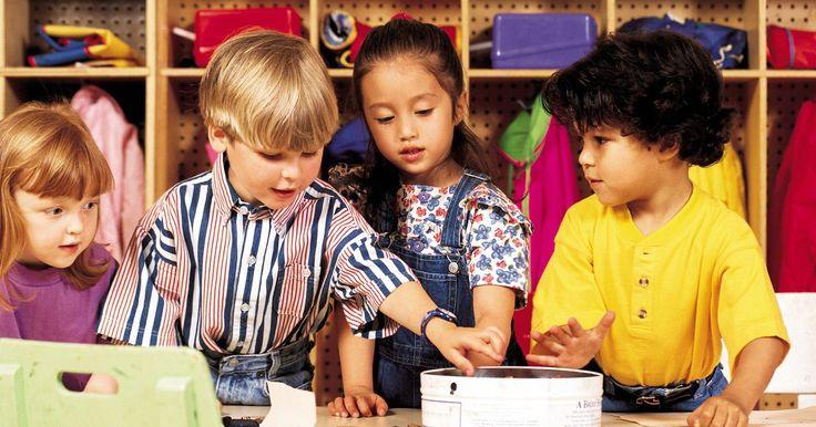 """Atividades sobre o livro infantil """"Um cão precisa de um osso"""". Jogos e atividades com temas de cachorros são perfeitas para entreter crianças em festas de aniversário, em momentos com a babá e para uso de professores da pré-escola. Ler o livro premiado: """"Um cão precisa de um osso"""", para crianças na idade pré-escolar, irá manter atenção e despertar imaginação das crianças. Além do mais , jogar o jogo ..."""