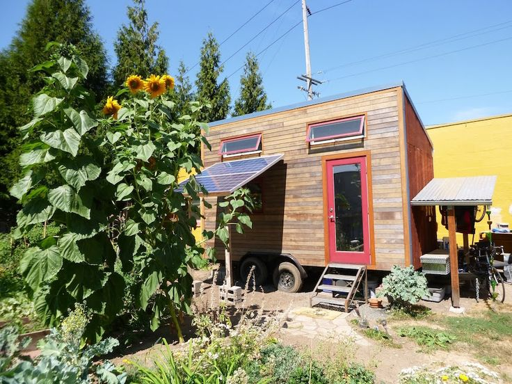Laura 39 s tiny house laura s self built tiny house on for Small houses oregon