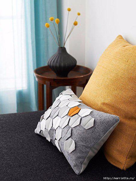 Подушка из фетра с геометрическим орнаментом / Западло