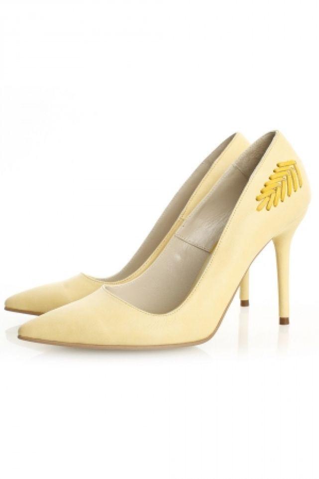 Sepala Stilettos http://www.gabiurda.ro/cum-sa-te-imbraci-la-teatru-opera-sau-ateneu/